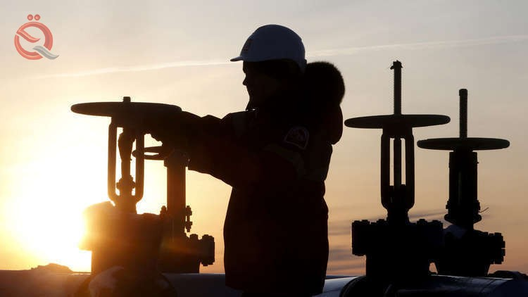 Oil rises amidst signs of curbing US production 12055