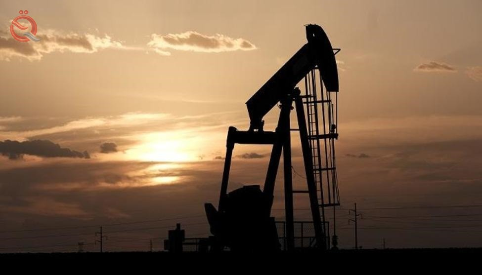 Oil falls by about 2% and falls to its lowest level in more than a month, with increasing fears of  18792