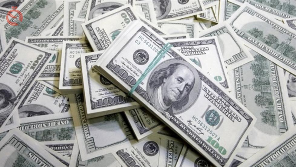 The dollar is holding its breath, anticipating developments in Trump's health and a financial packa 23400