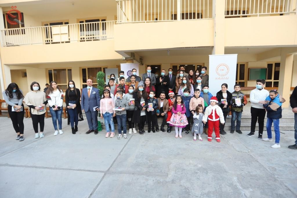 The Central Bank and the Association of Private Banks distribute gifts to Christian orphan students 25274
