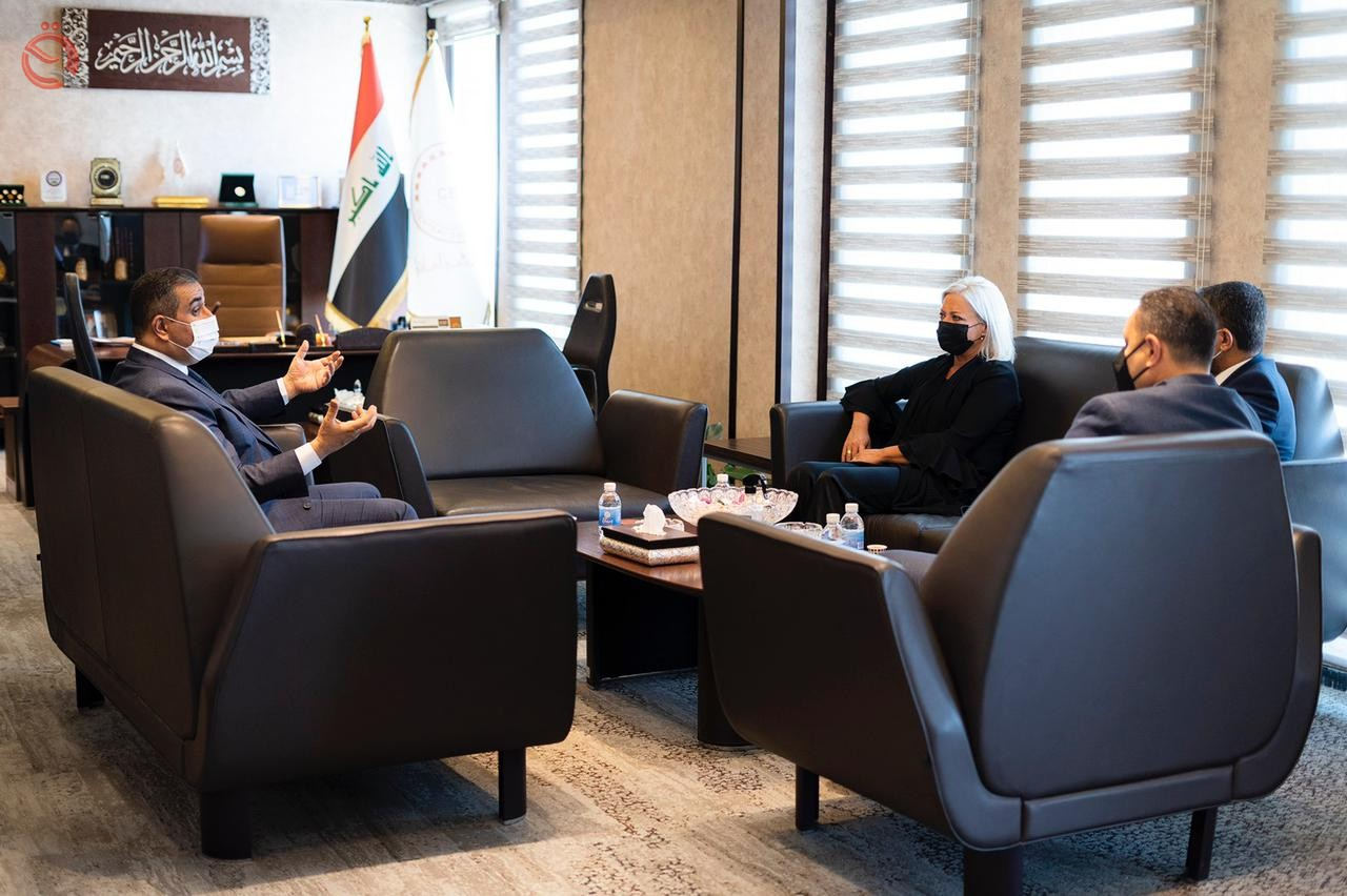 The Governor of the Central Bank discusses with the Secretary-General of the United Nations the financial and economic conditions 27099