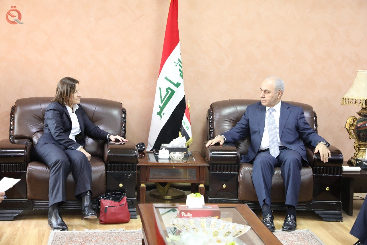 Jumaili discusses with the Ambassador of Australia the procedures for Iraq's accession to the WTO 8476
